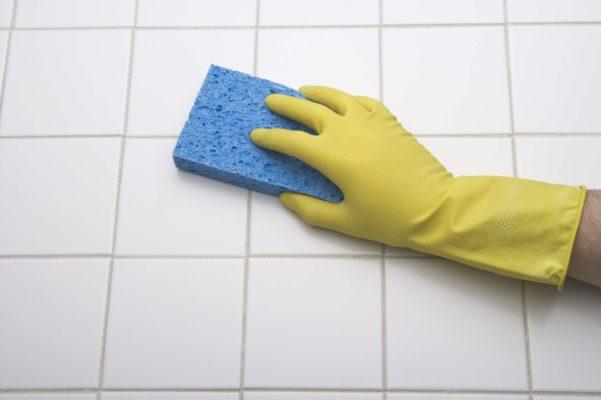 Chia sẻ mẹo hay về cách tẩy sơn trên bề mặt nhựa